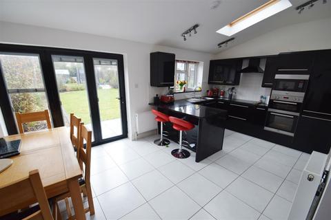 3 bedroom semi-detached house for sale - Hilltop Road, Caversham, Reading
