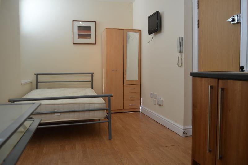 F2b 45 Richmond Rd Roath Cardiff South Wales Cf24 3ar Studio