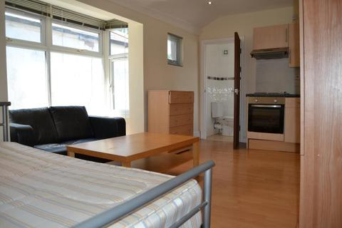 Studio to rent - F3 33, Woodville Rd, Cathays, Cardiff, South Wales, CF24 4DW