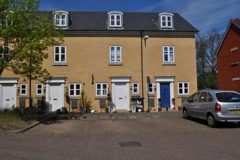 3 bedroom terraced house to rent - Gilbert Way, Homersham, CT1