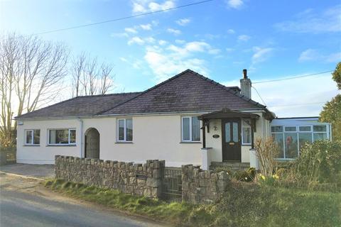 5 bedroom detached bungalow for sale - Mynytho, Pwllheli