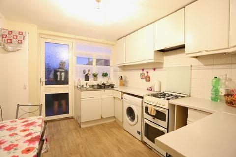 3 bedroom end of terrace house to rent - Northborough Road, Slough