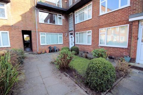 1 bedroom apartment for sale - Lavenham Close, Bury