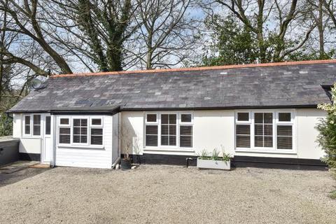 2 bedroom detached bungalow to rent - North Road, Ascot, SL5
