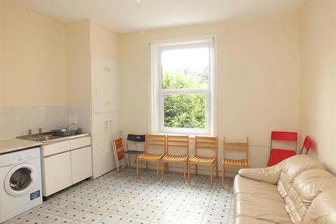 3 bedroom flat to rent - Stonebridge