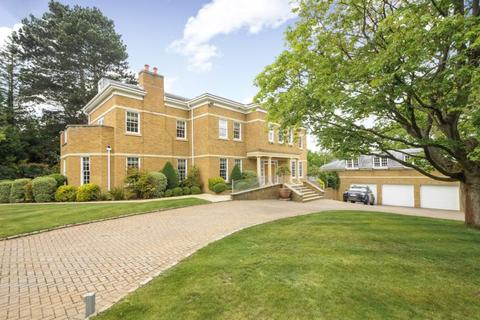 8 bedroom detached house to rent - Titlarks Hill Road, Sunningdale, SL5