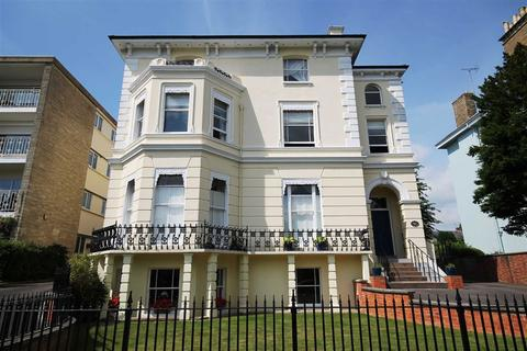 2 bedroom flat for sale - East Approach Drive, Pittville, Cheltenham, GL52