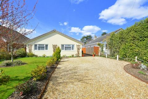 2 bedroom detached bungalow for sale - Lake Road, VERWOOD
