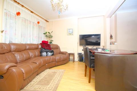 3 bedroom terraced house for sale - Coniston Road, London