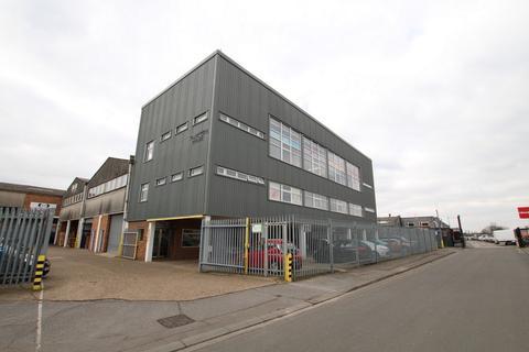 Office to rent - Plumpton Road, Hoddesdon, EN11