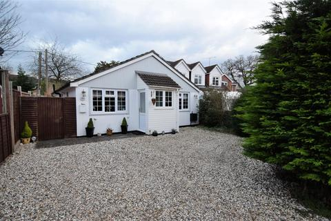 2 bedroom detached bungalow for sale - Park Walk, Purley On Thames, Reading