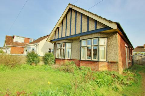 3 bedroom detached bungalow for sale - Midanbury, Southampton