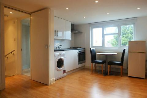 Studio to rent - Lee Road, Perivale, Greenford, Greater London