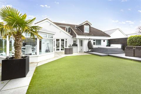 3 bedroom detached house for sale - The Beeches, Brighton