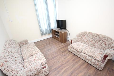 3 bedroom flat to rent - Bearwood Road, Smethwick, West Midlands, B66