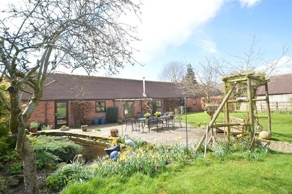 Swallow Barn, Soulton Road, Lacon SY4 5RP 4 bed barn