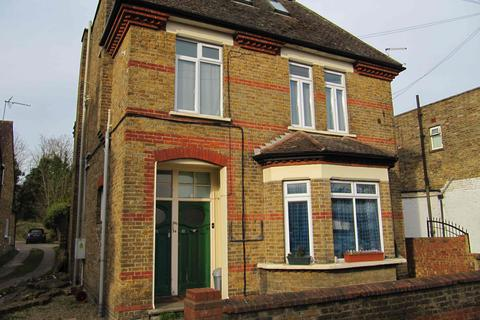 Studio to rent - High Street, Iver, Bucks, SL0