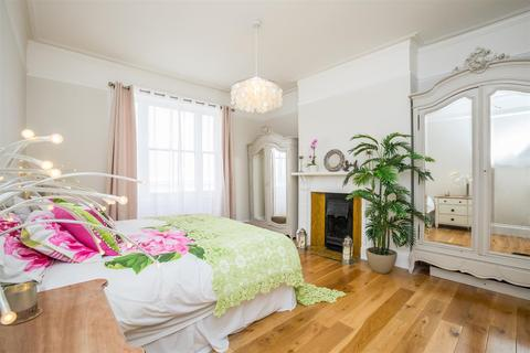 3 bedroom flat to rent - Medina Villas, Hove