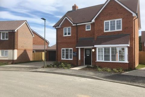 4 bedroom detached house for sale - Family home at Little Meadow