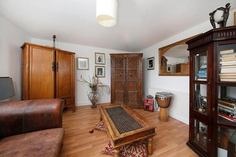 2 bedroom flat for sale - The Lawns, London, SE19 3TR