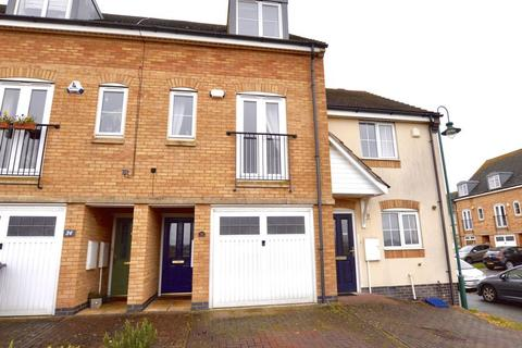 3 bedroom terraced house for sale - Beaumont Way, Peterborough