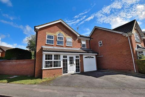 4 bedroom detached house to rent - FOUR BEDROOMS! Available middle of OCTOBER!