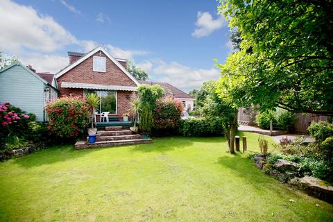 4 bedroom chalet for sale - The Common, Galleywood