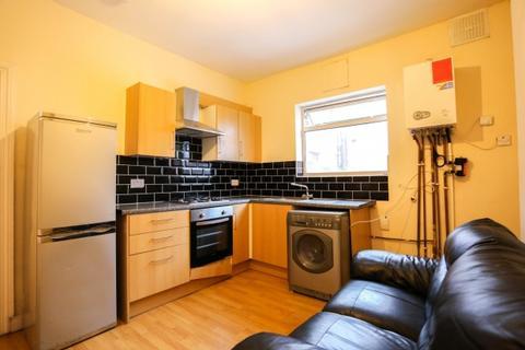 2 bedroom flat to rent - Bearwood Road, Flat 3,  Smethwick, B66