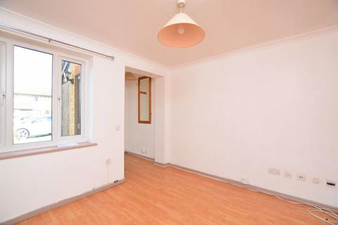 Studio to rent - Bader Gardens, Slough