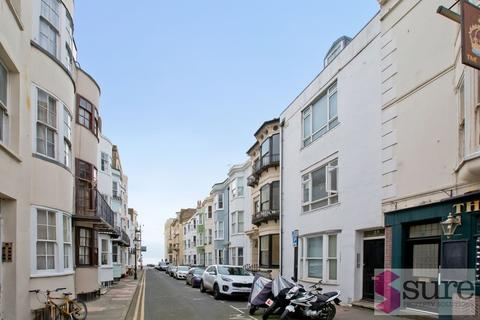 Studio to rent - Grafton Street, Brighton