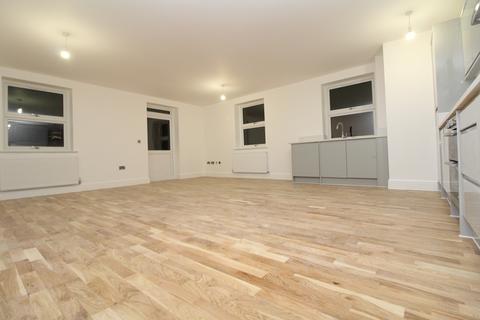 3 bedroom apartment to rent - High Street, Erith, DA8