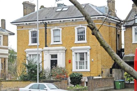 2 bedroom apartment to rent - Shooters Hill Road, London, SE3
