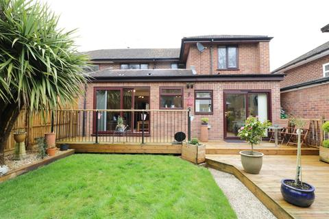 4 bedroom semi-detached house for sale - Fairway Avenue, Tilehurst, Reading