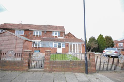 3 bedroom semi-detached house for sale - Kinross Drive, Kenton