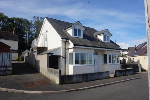 2 bedroom flat to rent - Penworth Close, Launceston, PL15