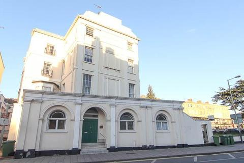 2 bedroom flat to rent - Cedar House, High Street, Cheltenham, GL52 6DL