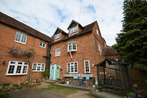 2 bedroom ground floor maisonette for sale - Monkton Lane, Farnham