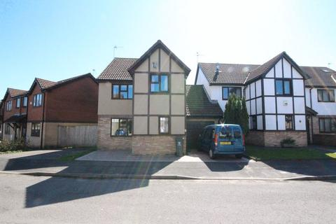 3 bedroom detached house for sale - Fieldfare Drive, St Mellons