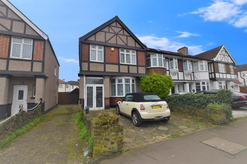 3 bedroom end of terrace house for sale - Fullwell Avenue, IG6 2HB