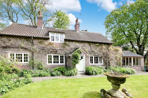 4 bedroom detached house for sale - Field House Middlethorpe York YO23 2QB