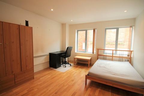 Studio to rent - Popes Head Court, Peter Lane, York, YO1 8SU