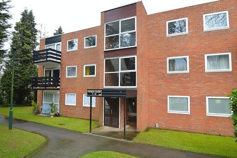 2 bedroom ground floor flat for sale - Venice Court, Wake Green Park, Moseley, Birmingham, B13