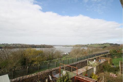 2 bedroom terraced house to rent - Dennis Close, Plymouth, PL5 1DU