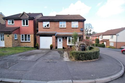 4 bedroom detached house for sale - Kernham Drive, Tilehurst, READING, Berkshire