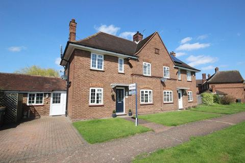 3 bedroom semi-detached house for sale - Churchill Close, Stewartby