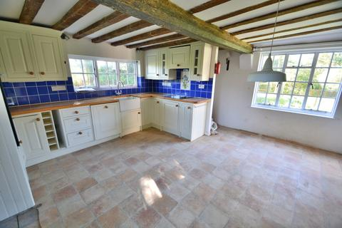 4 bedroom farm house for sale - Beccles Road, Thurlton
