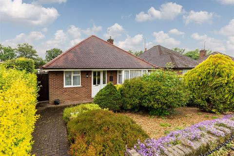 2 bedroom detached bungalow to rent - Longmead, Letchworth Garden City