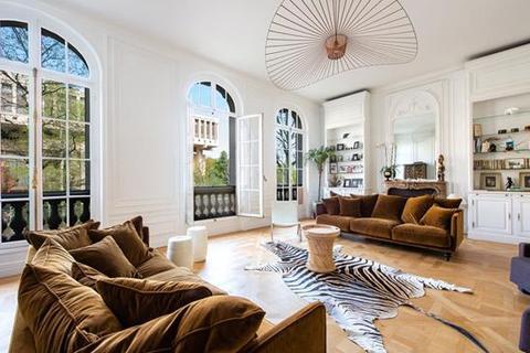 5 bedroom apartment  - Paris 16, Paris, Ile-De-France
