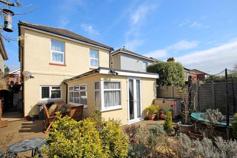 4 bedroom detached house for sale - Roberts Road, Pokesdown, Bournemouth