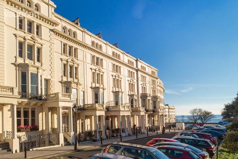 2 bedroom apartment to rent - Palmeira Square, Hove, BN3